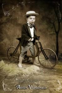 fotografování dětí foto fotoateliér baby photo focení retro kolo